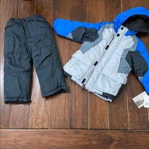 Kids snow suit. NWT